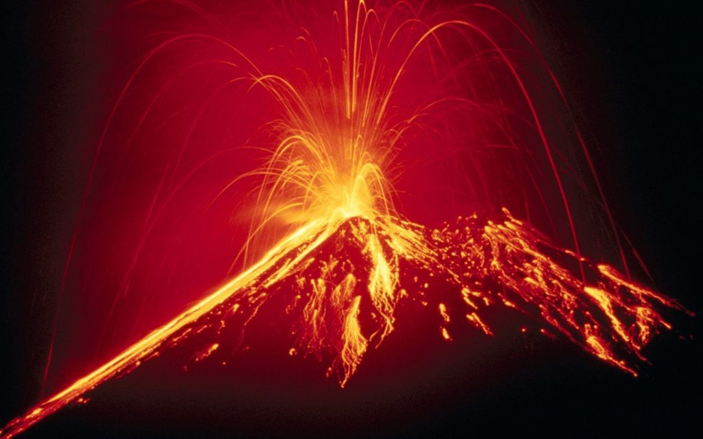 volcano_eruption_lava_fountain_27485_3840x2400