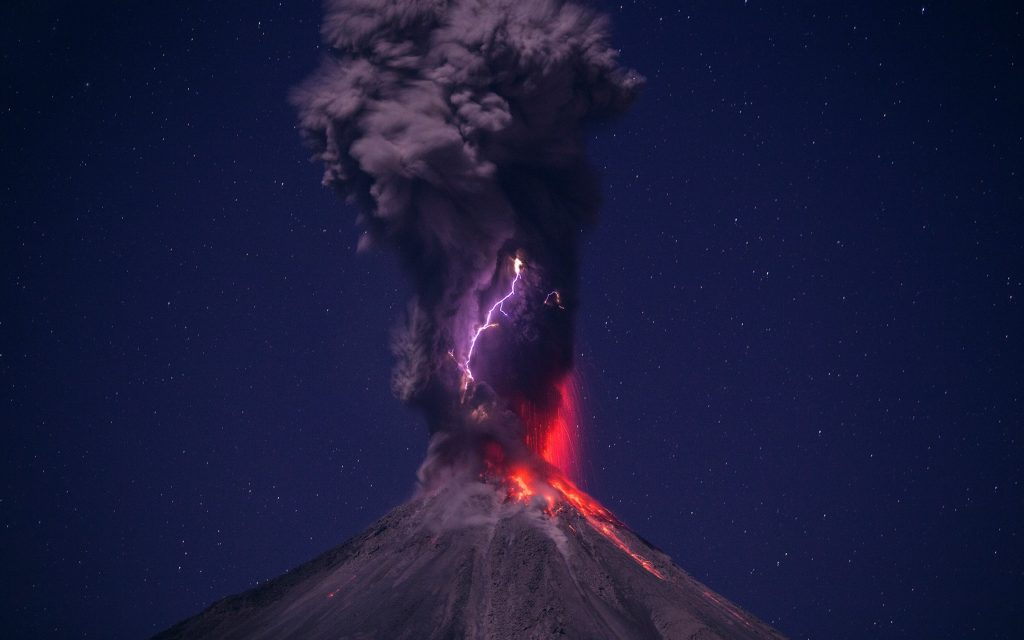 volcano_eruption_lightning_sky_102139_3840x2400